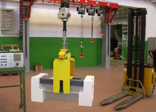 With the Liftronic Easy the operator can move transformers quickly, easily and naturally just as if lifting and moving loads of a few grams without the aid of a machine. This system allows heavy and bulky loads to be lifted and moved effortlessly for several hours a day.
